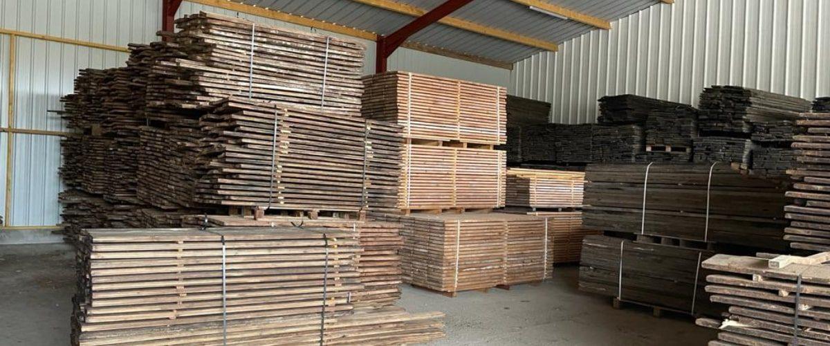 stock de planches en sapin
