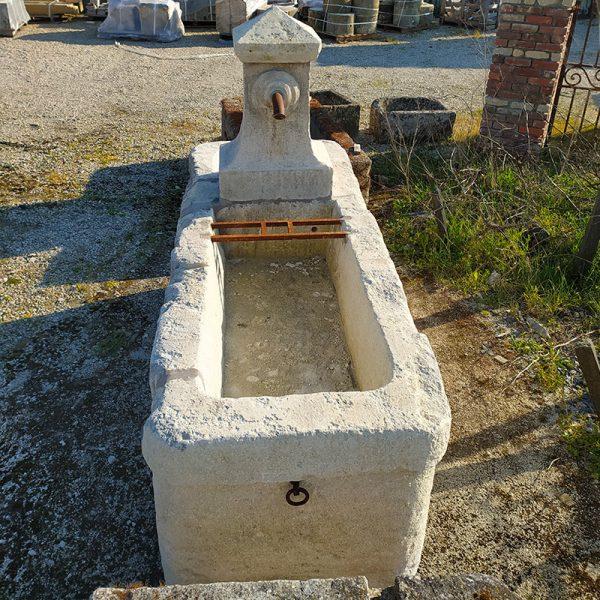 Grande fontaine de 2 mètre de longueur