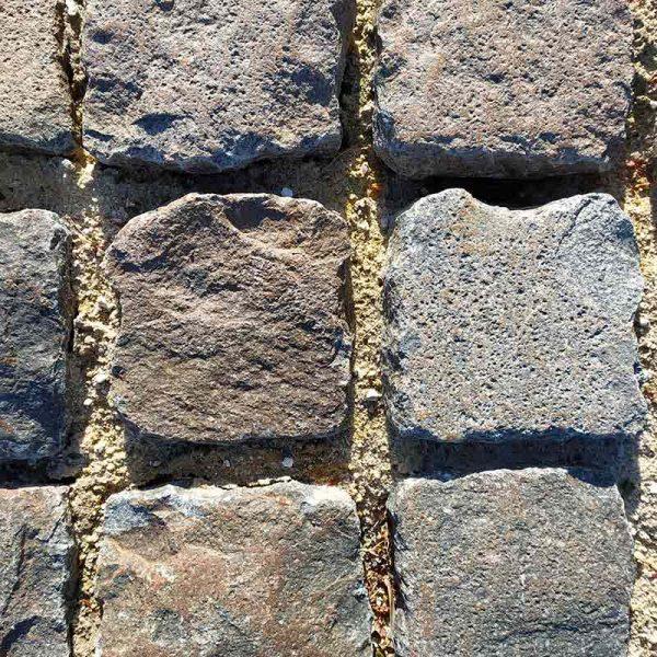 Pavé ancien en porphyre et granit