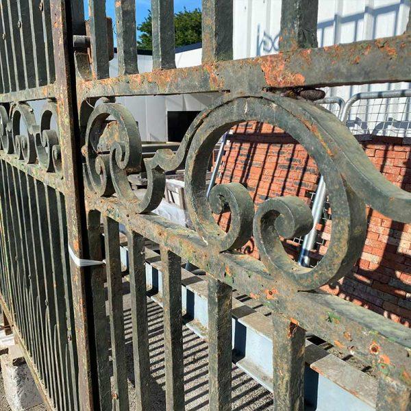 chevillage métallique du portail