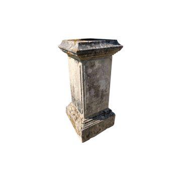 Socle en pierre calcaire ancien
