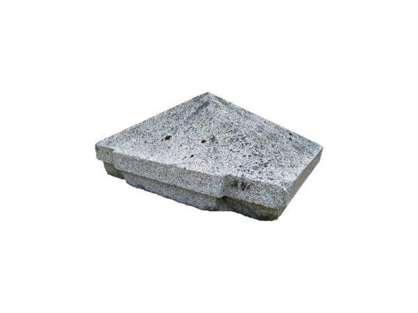 Paire de tête de piliers avec une pointe en diamant