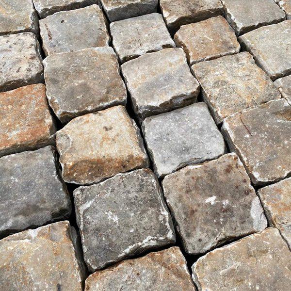 Pavé authentique en grès ancien