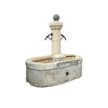 Fontaine ancienne avec un double bac